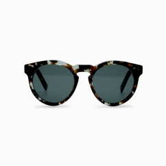 Picture: https://www.dick-moby.com/collections/sunglasses/products/sunglasses-lhr?variant=32963481170